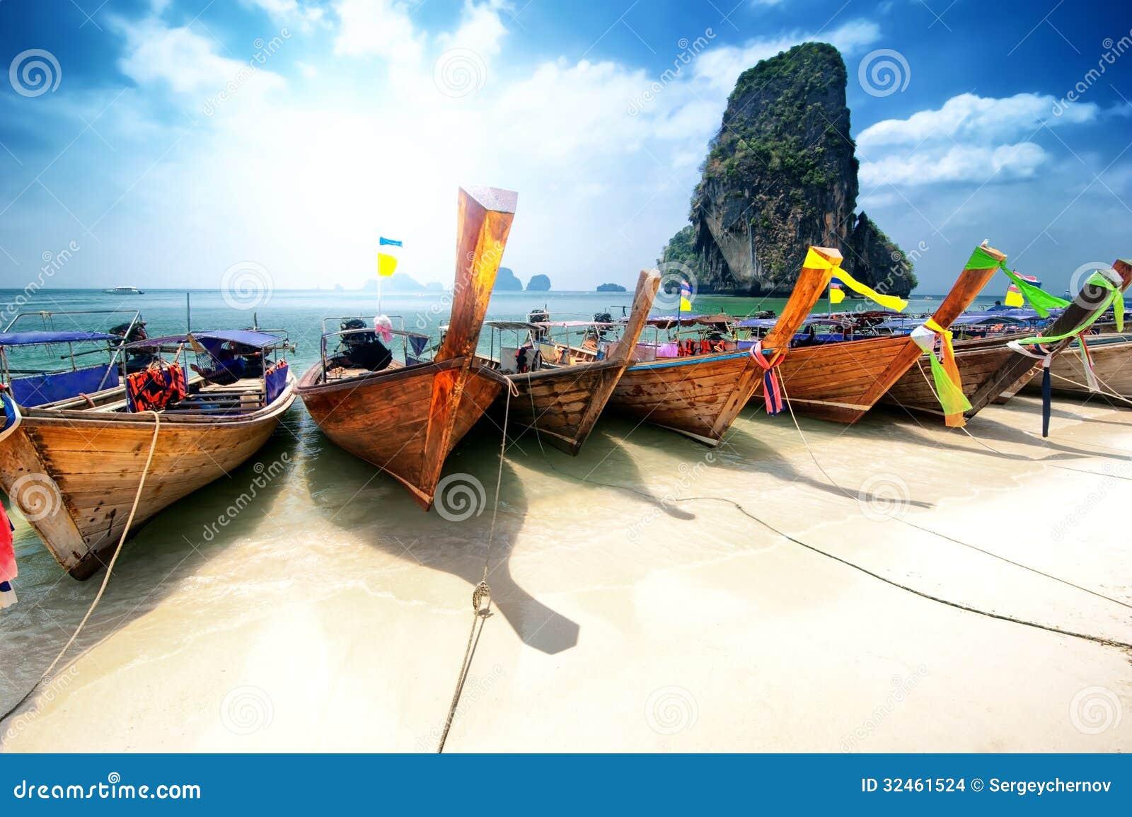 Thailand strand på den tropiska ön. Härlig loppbakgrund