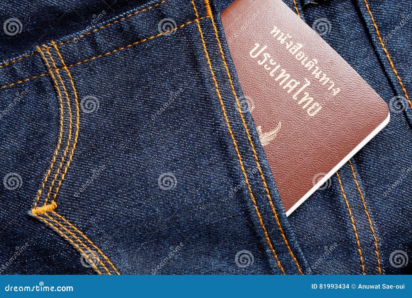 Thais paspoort op Jeans