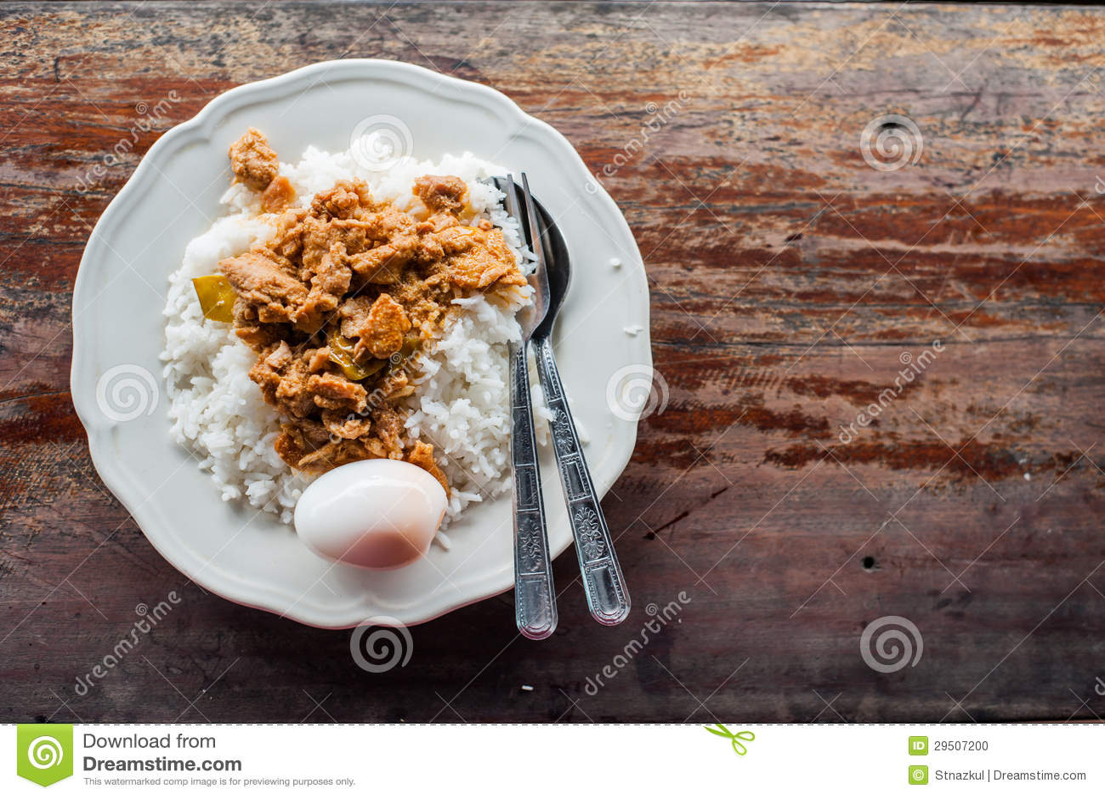 Thaise Kerrie met gekookte ei en rijst