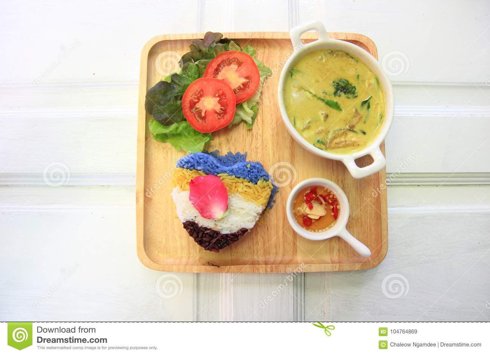 Thaise kippen groene kerrie met rijst