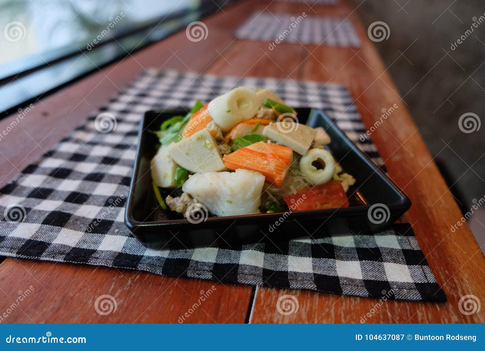Download Thaise Salade Zure & Kruidige Zeevruchten Met Tomaat, Glasnoedel Stock Afbeelding - Afbeelding bestaande uit lunch, peper: 104637087