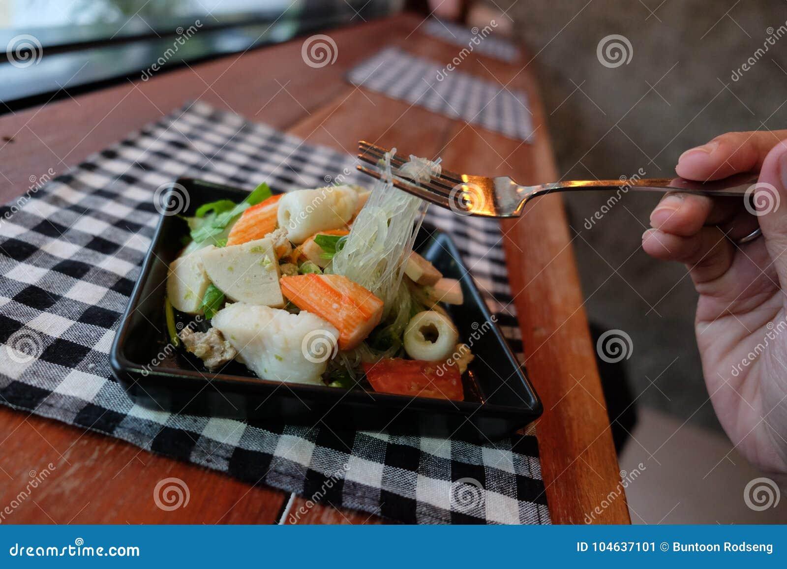 Download Thaise Salade Zure & Kruidige Zeevruchten Met Tomaat, Glasnoedel Stock Afbeelding - Afbeelding bestaande uit groen, glas: 104637101