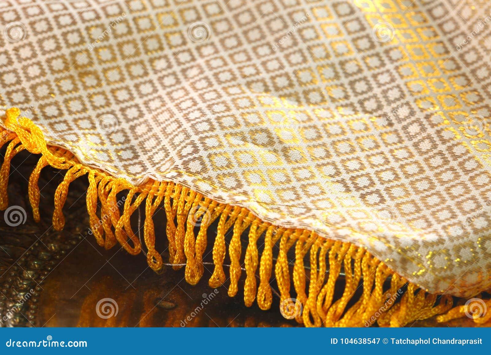 Download Thaise traditionele doek stock afbeelding. Afbeelding bestaande uit stijl - 104638547