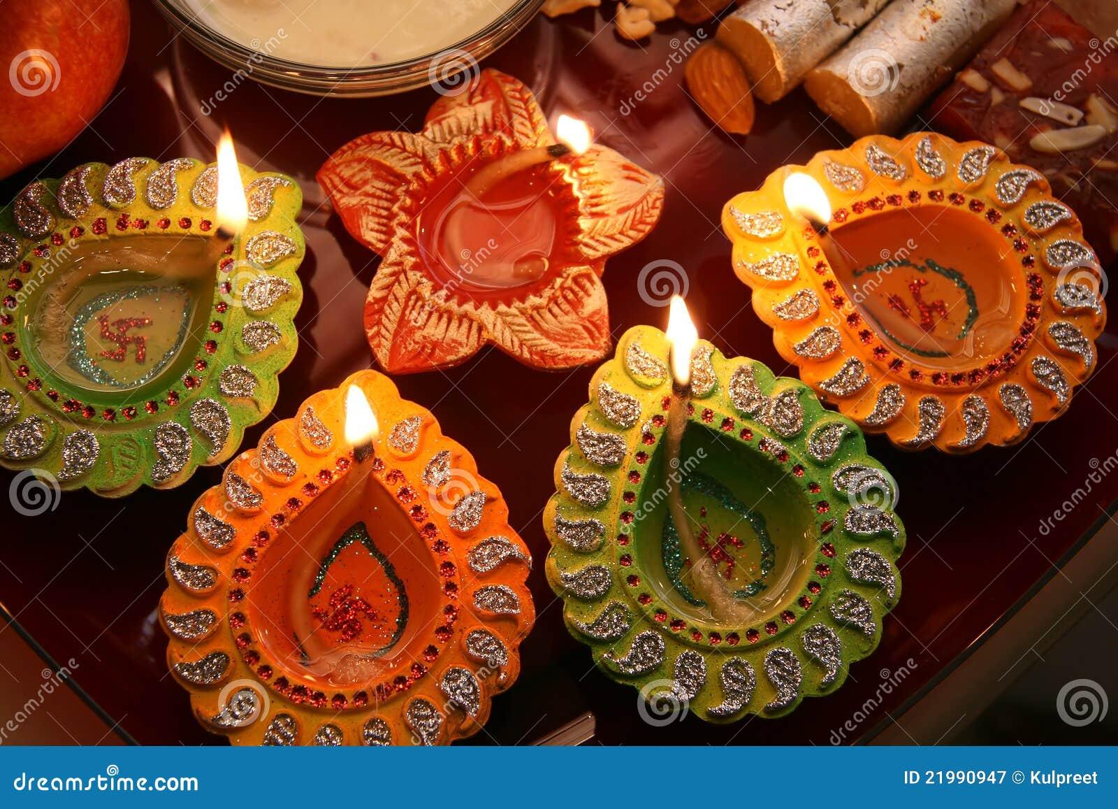 Thali de Diwali con diya adornado