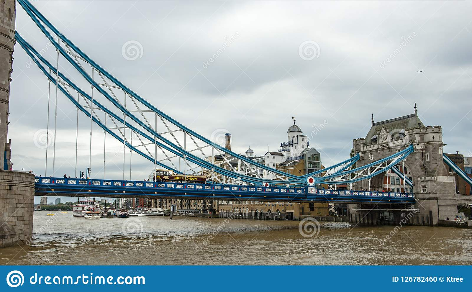 The Thames Is Famous Mother River In Britain Originating Southwest Of England It Has A Total Length 346 Kilometers And Traverses More Than