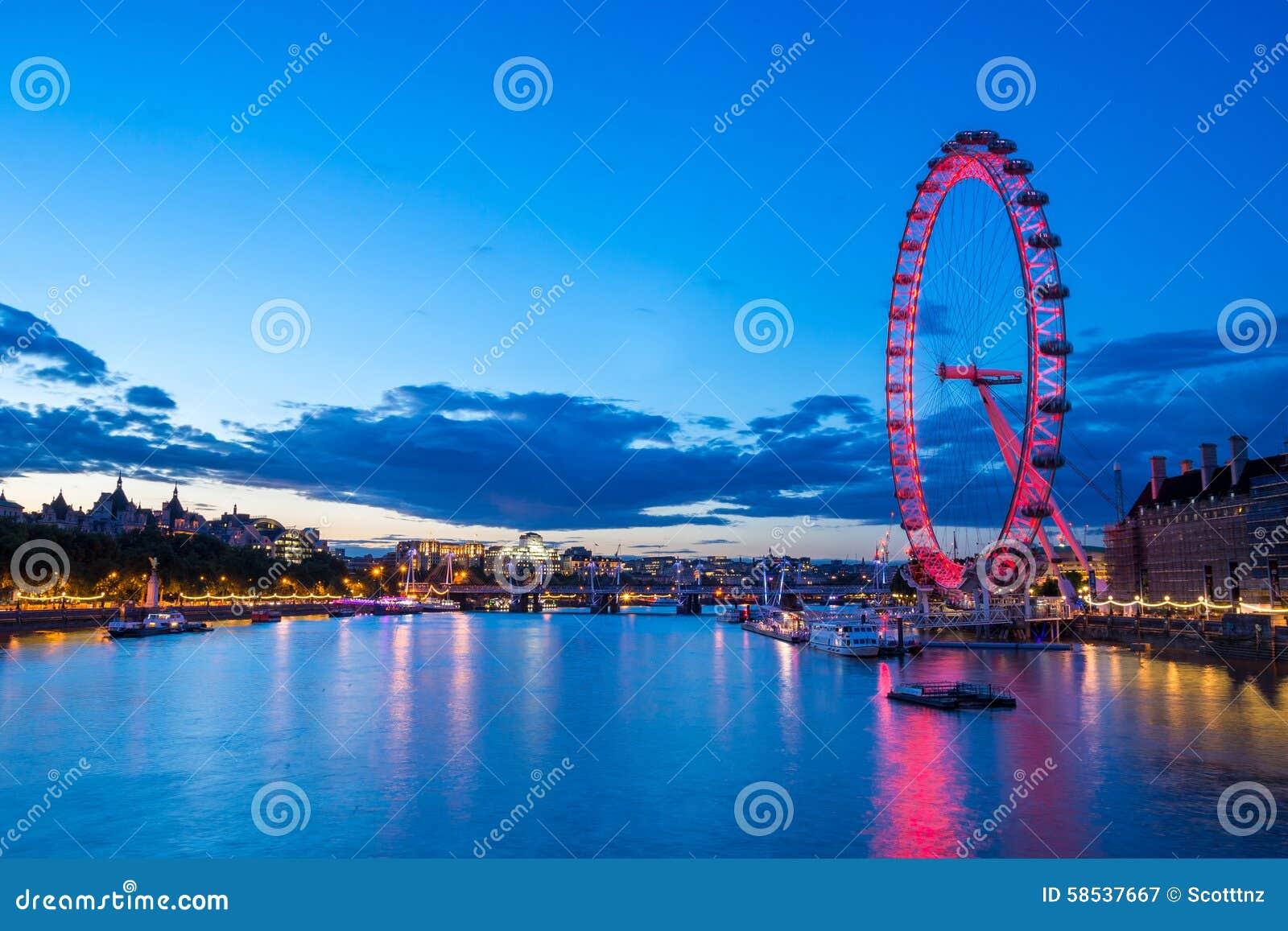 Thames River och London öga på natten