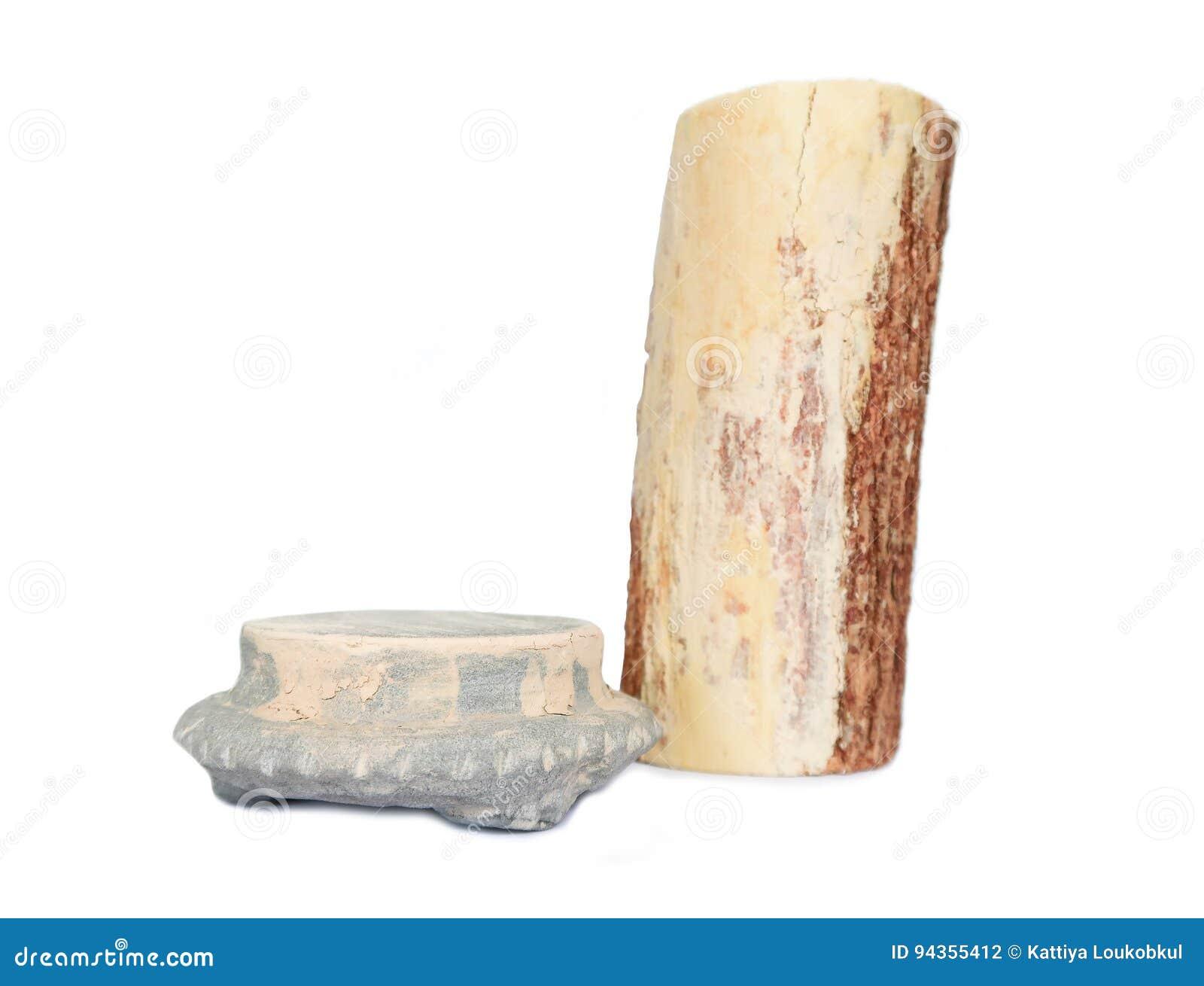 Thanaka et pierre frottent, des soins de la peau traditionnels de Myanmar