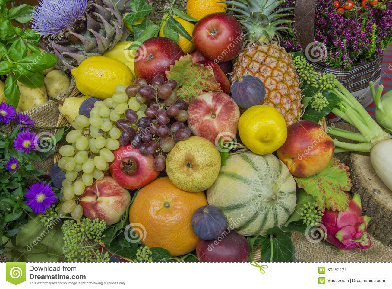 Thanksgiving decoration with fruits and flowers