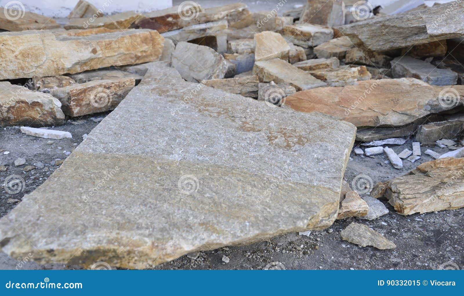 Thassos, 23-ье августа: Шифер конструкции крыши в деревне Theologos от острова Thassos в Греции