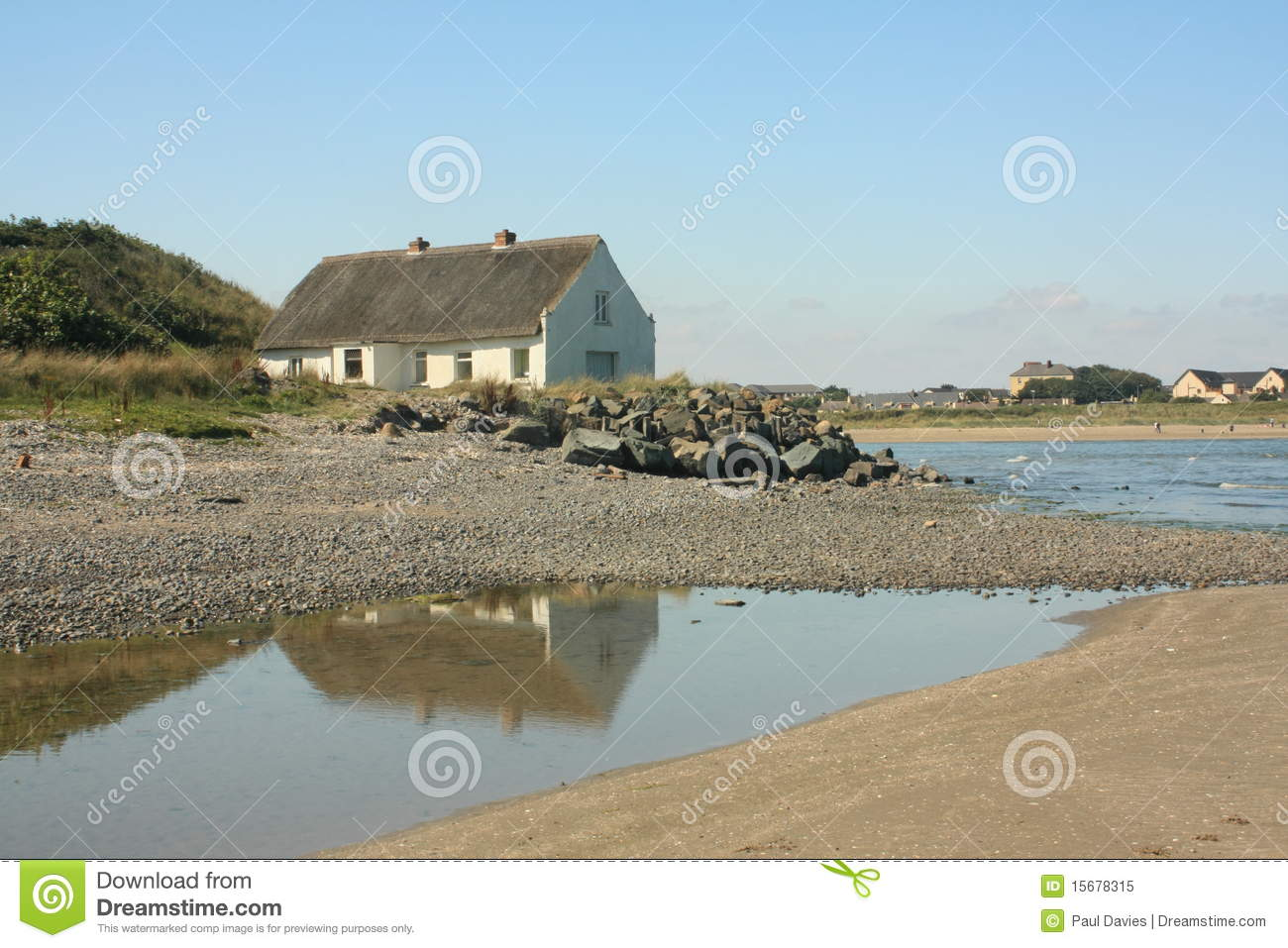 Download Thatched Cottage By The Sea Stock Image - Image of louth, pool: 15678315