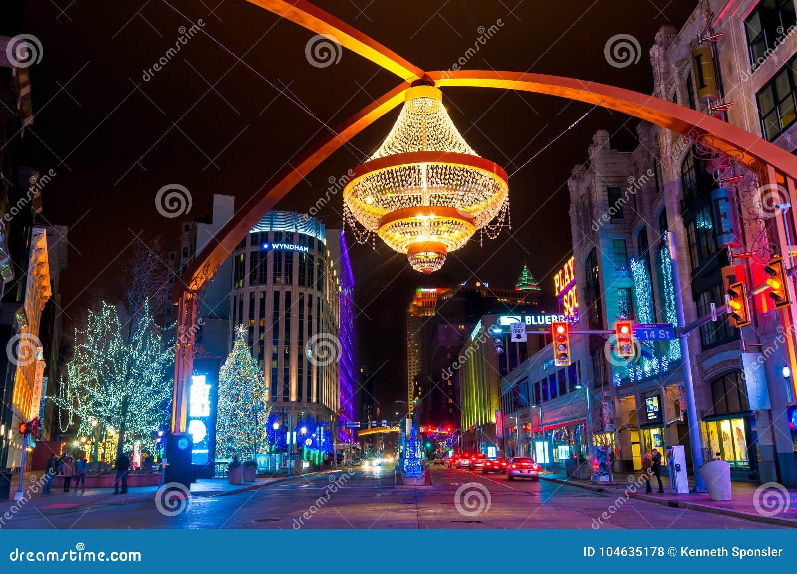 Download Theater Vierkante Kerstmis redactionele stock foto. Afbeelding bestaande uit vierkant - 104635178