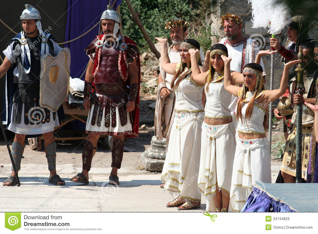 the role of the actors in greek drama Actors and acting sources everything we think we know from the ancient greek theatre, and about the origins of theatre, comes from the following therefore, the conclusions we make are highly conjectural, but we can discuss the standard accepted views of greek theatre reduced role of chorus.