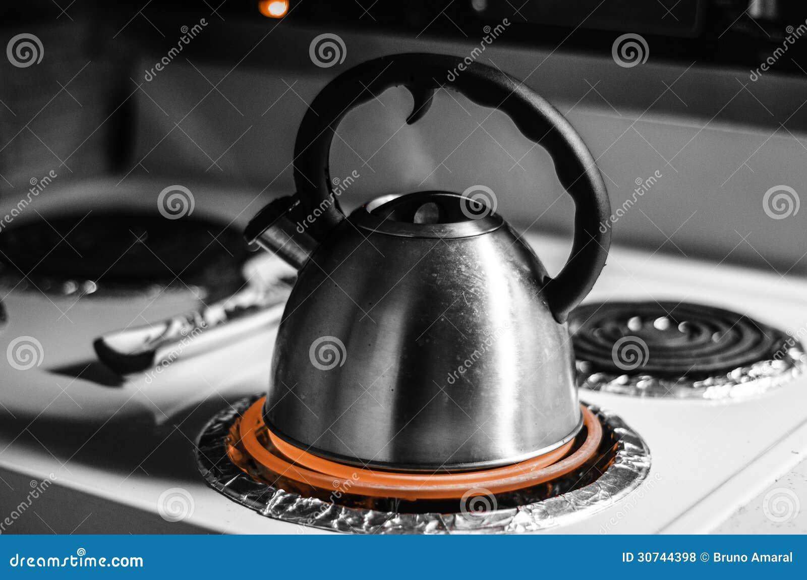 Theepot die in zwart wit koken royalty vrije stock foto 39 s beeld 30744398 for Beeldkoken