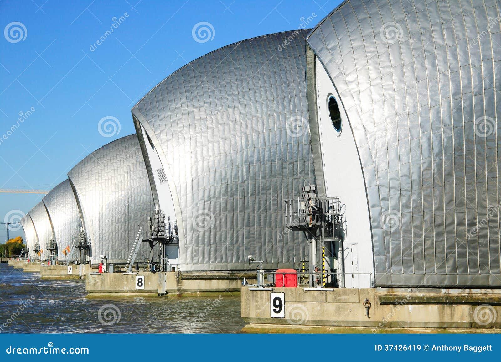 Themsenbarriär,