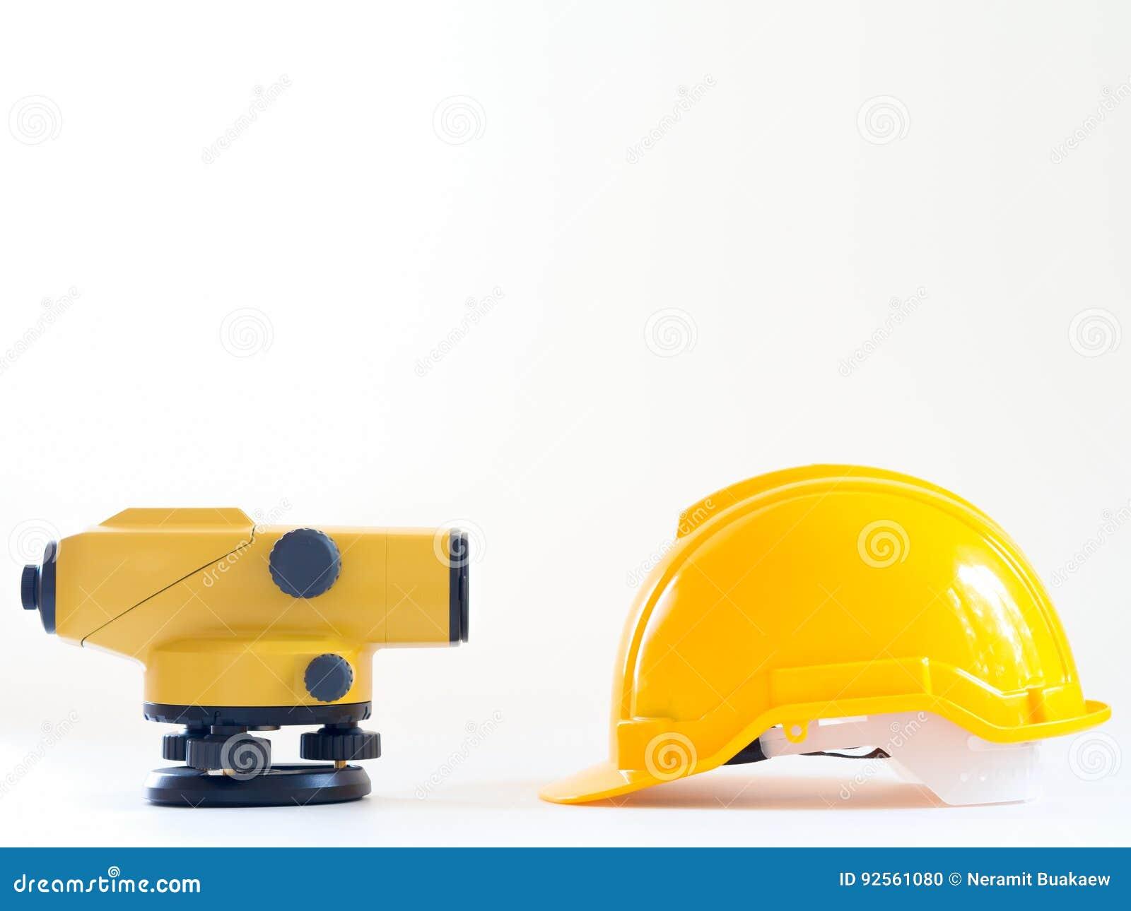 Theodolit- Und Bausturzhelm Auf Weißem Hintergrund Stockfoto - Bild ...