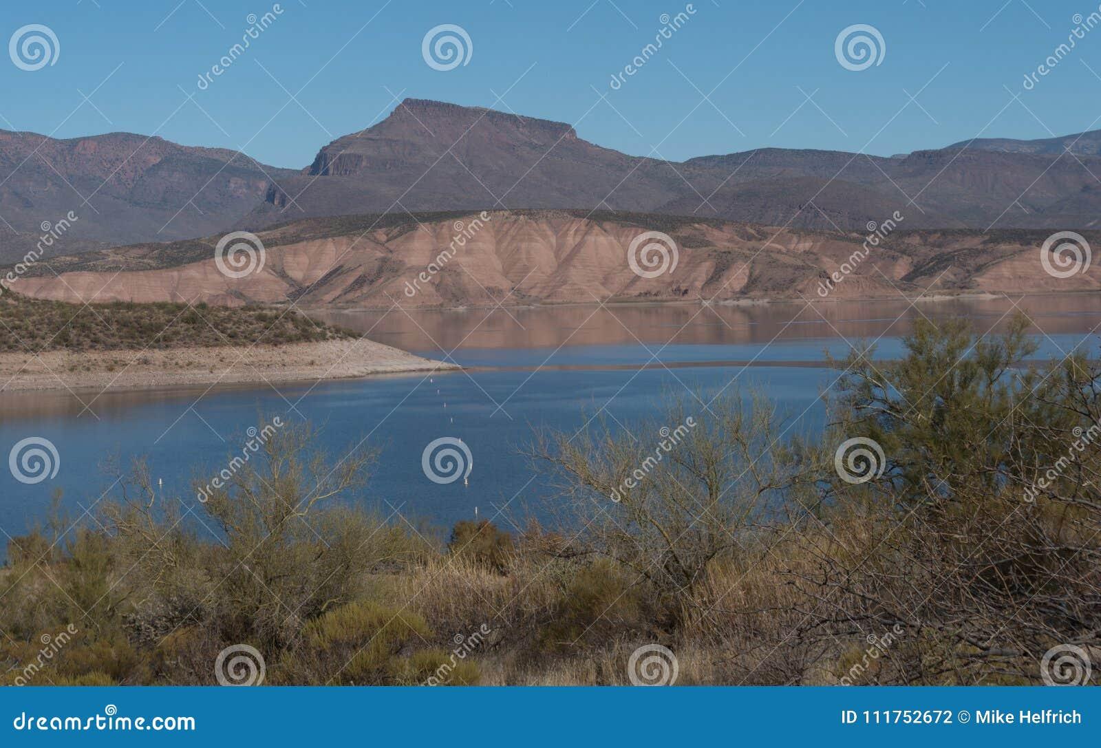 Theodore Roosevelt湖关闭在南亚利桑那