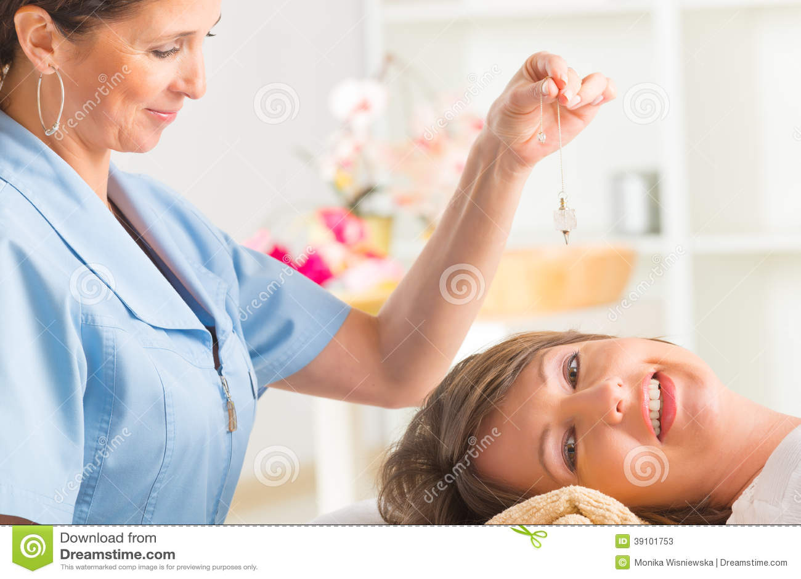 Therapeut die slinger gebruiken