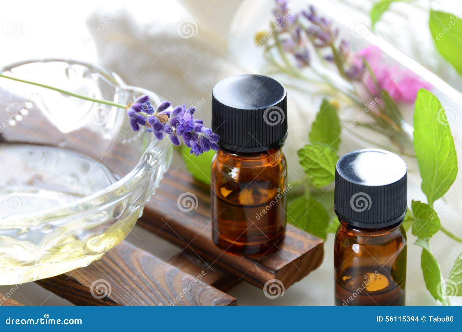 therische le und kosmetik mit lavendel und kr utern stockfoto bild 56115394. Black Bedroom Furniture Sets. Home Design Ideas