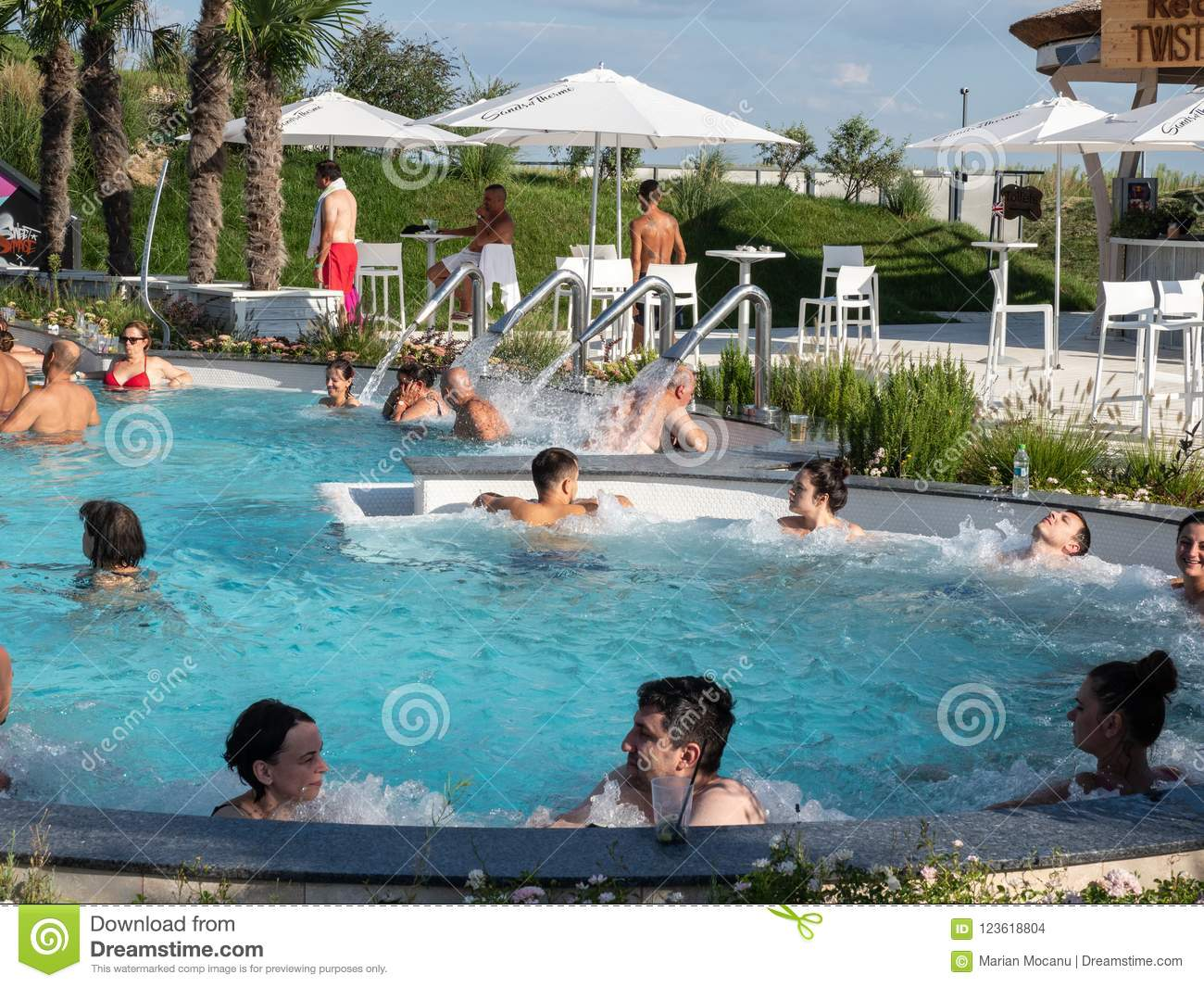 Therme Balotesti - people in pool