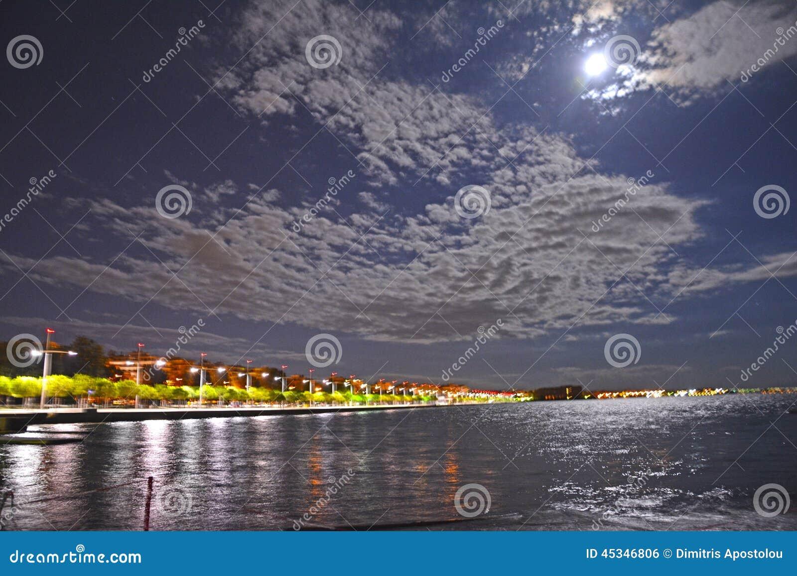 Thessaloniki Griekenland Stads  s nachts kust