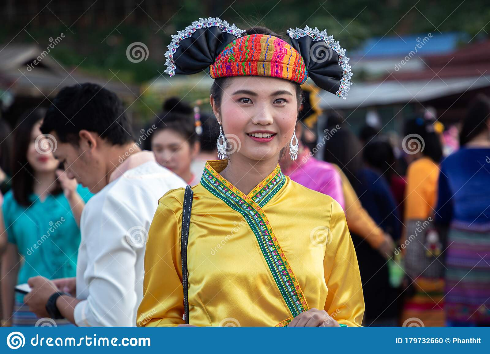 https://thumbs.dreamstime.com/z/thoet-thai-chiang-rai-thailand-november-beauty-woman-shan-tai-yai-ethnic-group-living-parts-myanmar-thailand-179732660.jpg