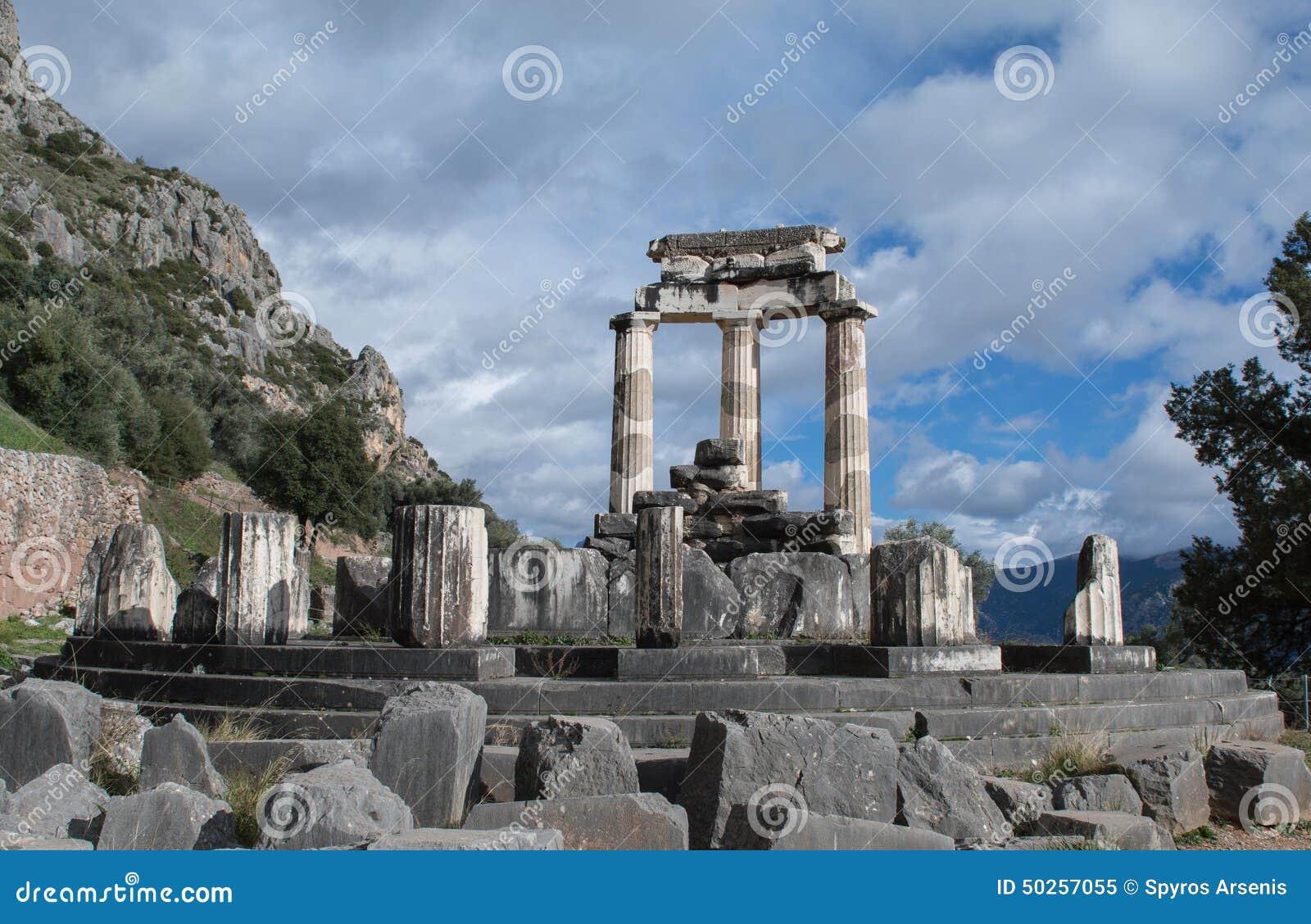 Tholos du temple d Athéna à Delphes