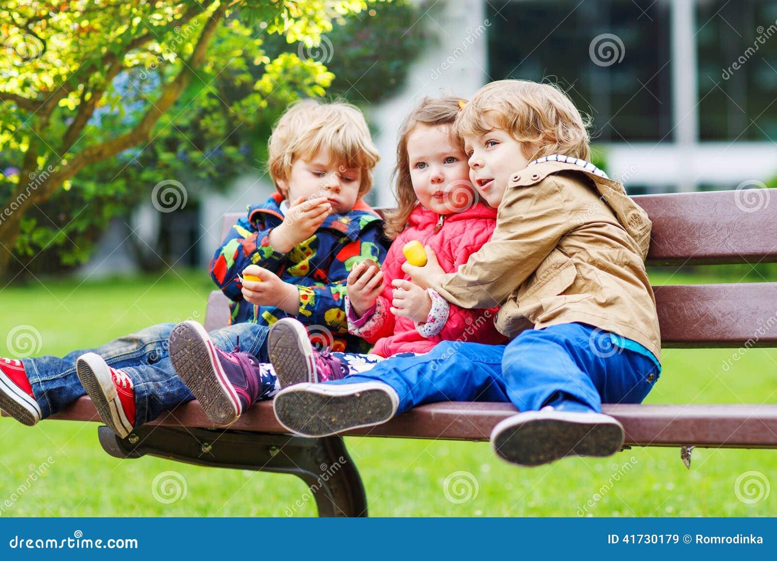 Русское порно два мальчика и одна девочка 3 фотография