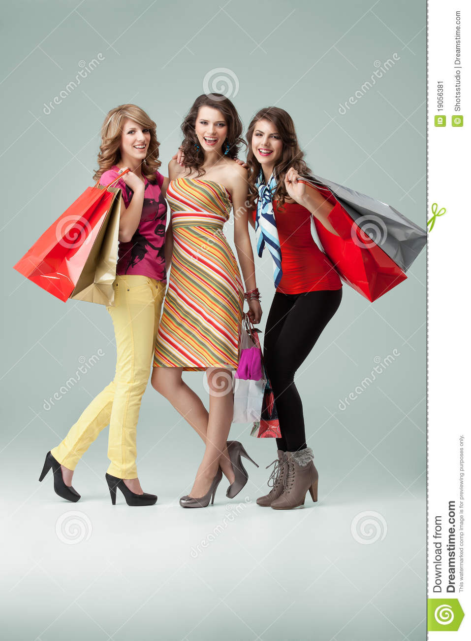 Women clothing stores Trendy teenage clothing stores