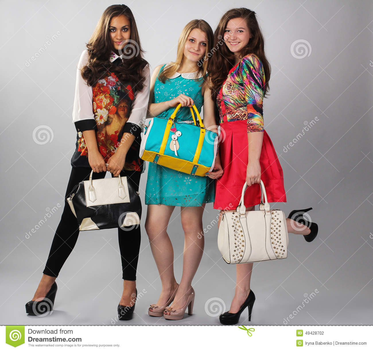 different clothing styles essay The clothing in india also encompasses the wide variety of indian embroidery, prints, handwork, embellishment, styles of wearing cloths a wide mix of indian traditional clothing and western styles can be seen in india.