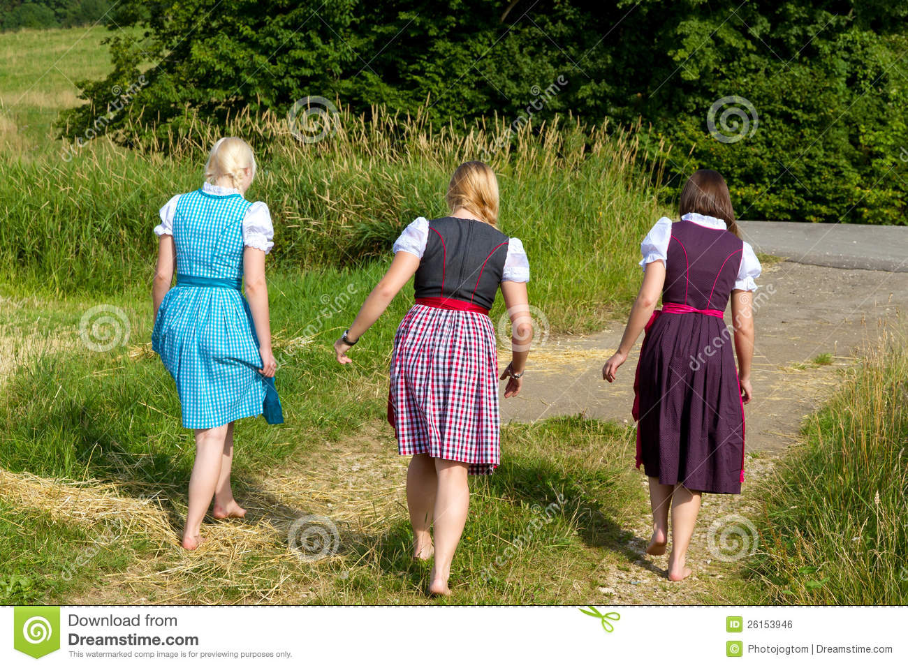https://thumbs.dreamstime.com/z/three-girls-dirndl-26153946.jpg