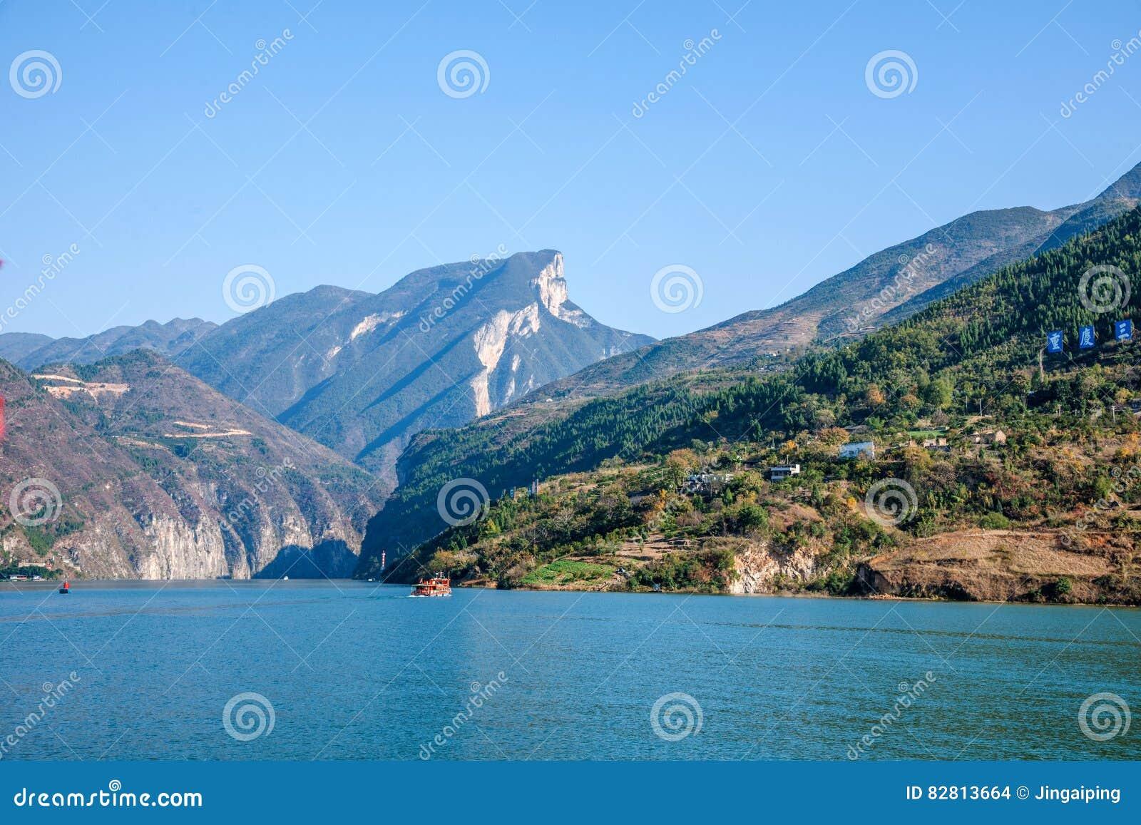 Three Gorges av den Yangtze River Qutangxia klyftan
