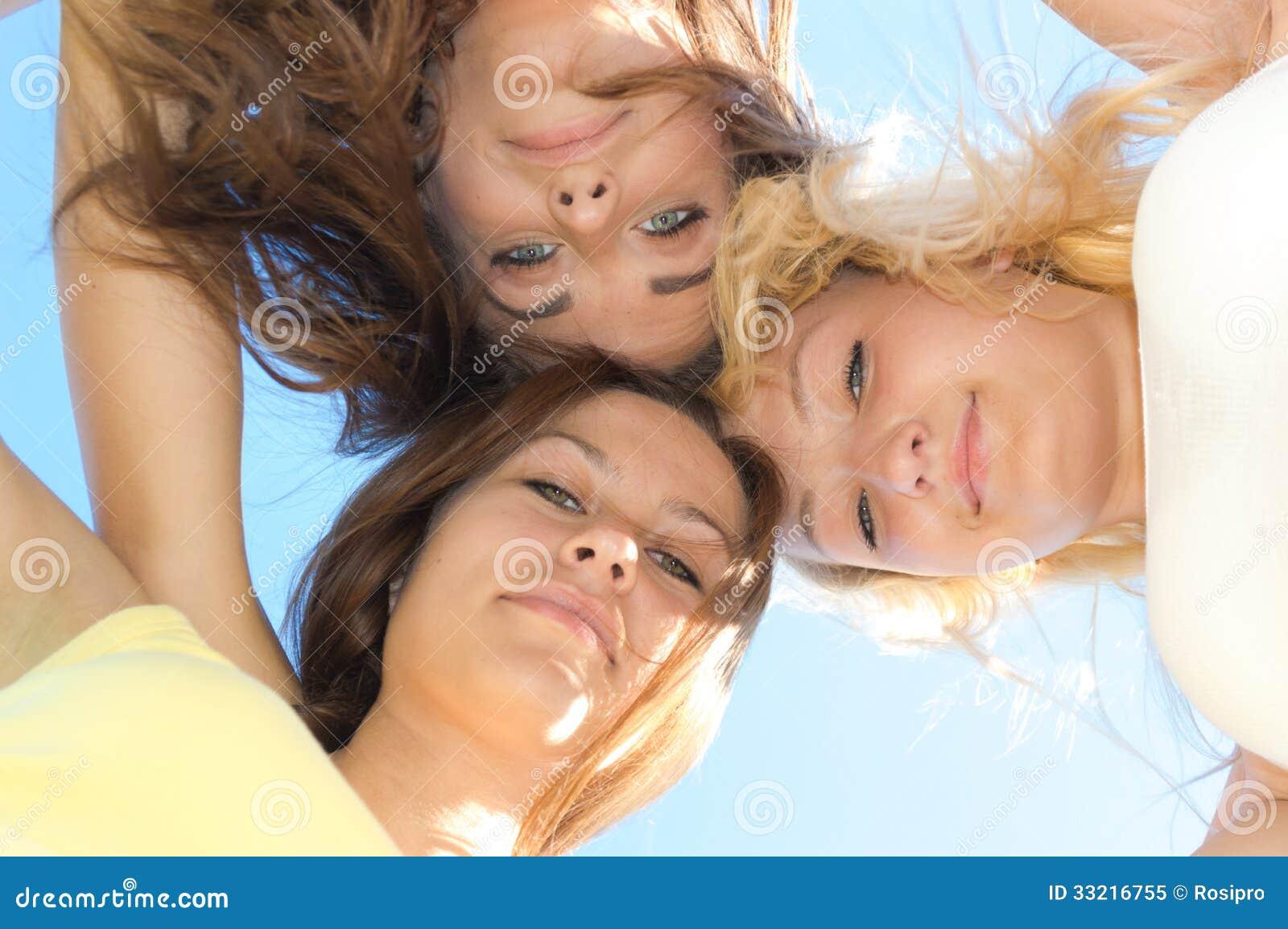 girls masterbateing them selfs