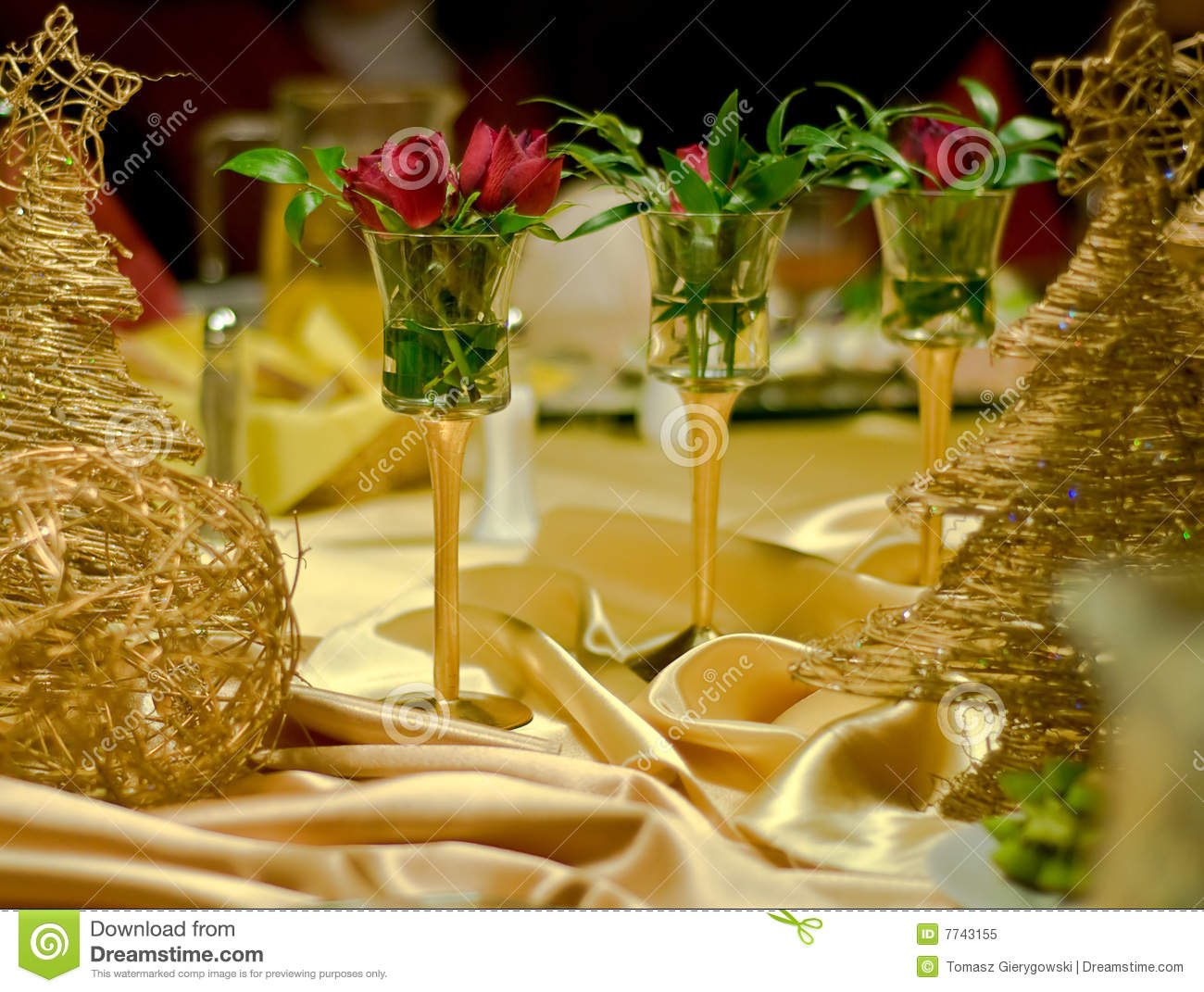 Three roses as a table decoration royalty free stock photo image 7743155 - Deco table rose ...