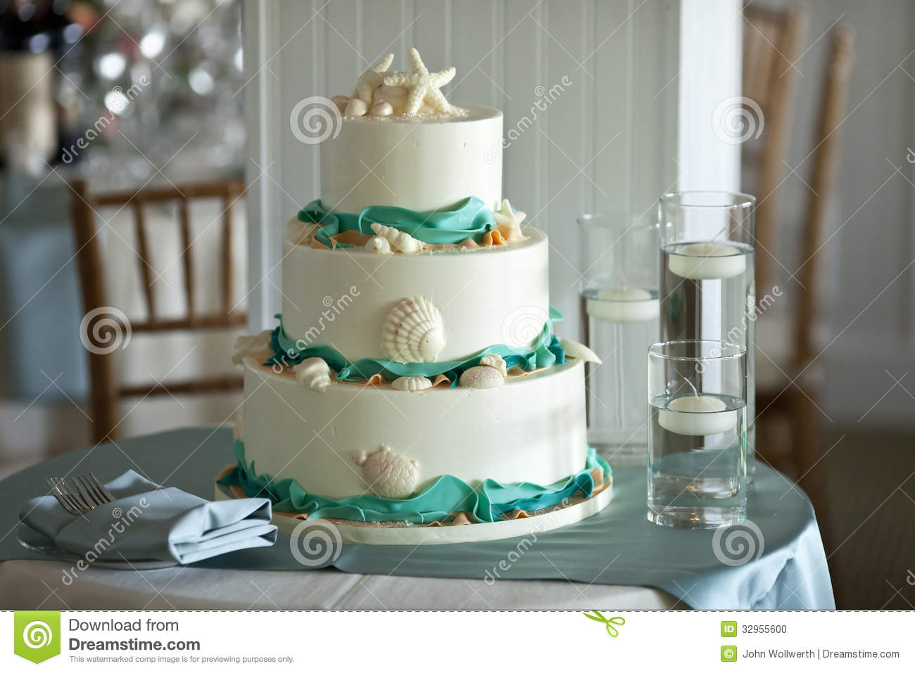 Three Tiered Wedding Cake Stock Photo - Image: 32955600