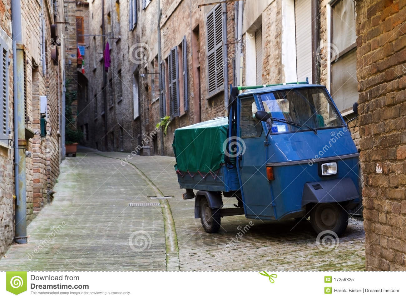 Three Wheeler in an alley in central Italy
