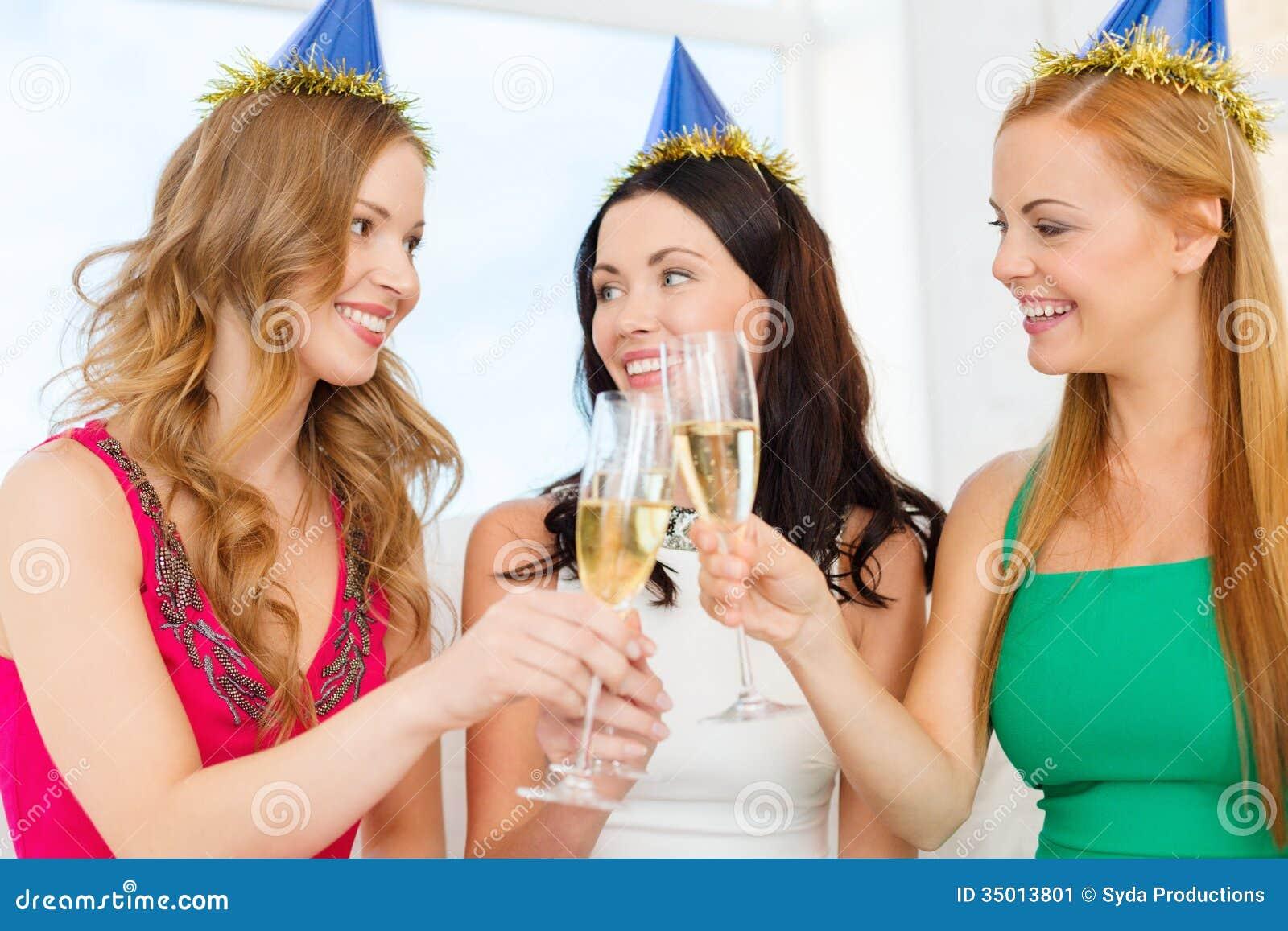 Фото с выпивающими подругами 12 фотография