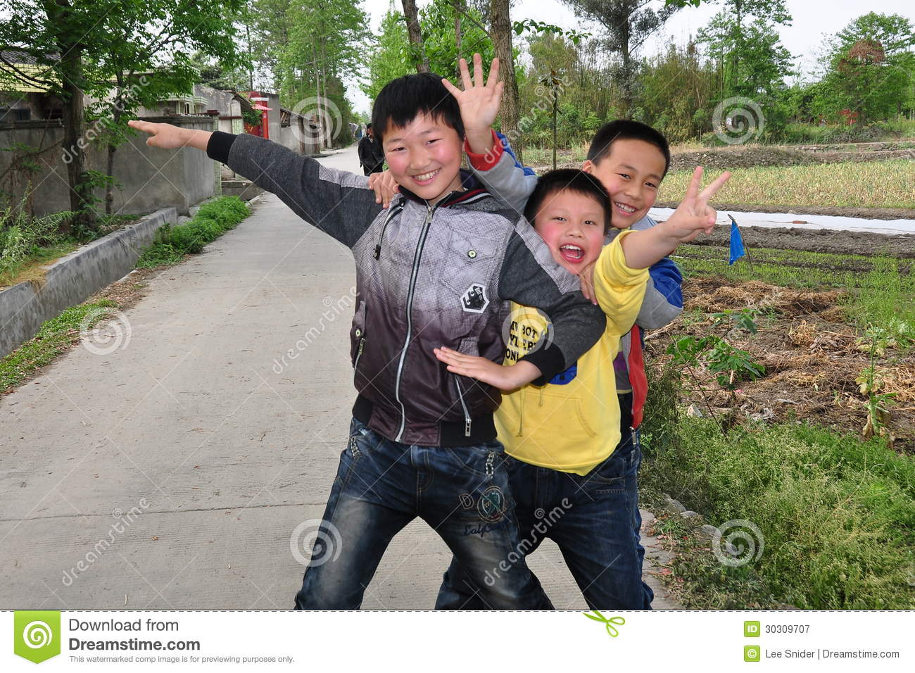 Pengzhou China Trio Of Young Chinese Boys Editorial Photography  # Bois En Chaene