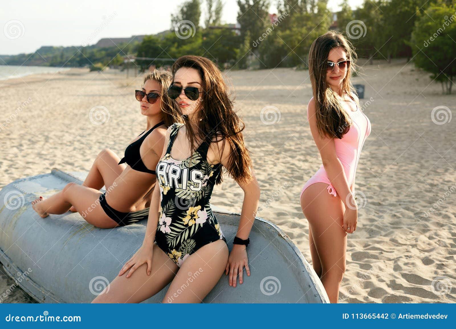 Beach Models Stock Photos - Download 3,019 Royalty Free Photos