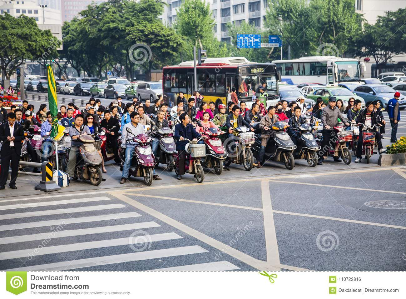 f7fecdbbf936 A throng of Chinese people on their way to work via foot