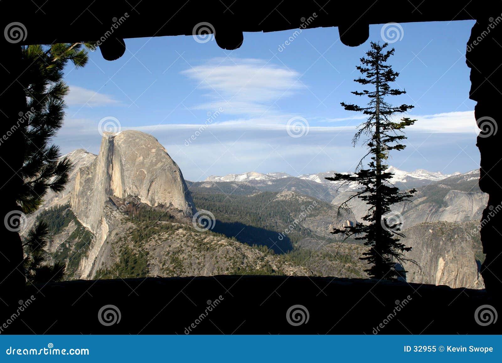 Download Thrue la ventana imagen de archivo. Imagen de paisaje, visión - 32955