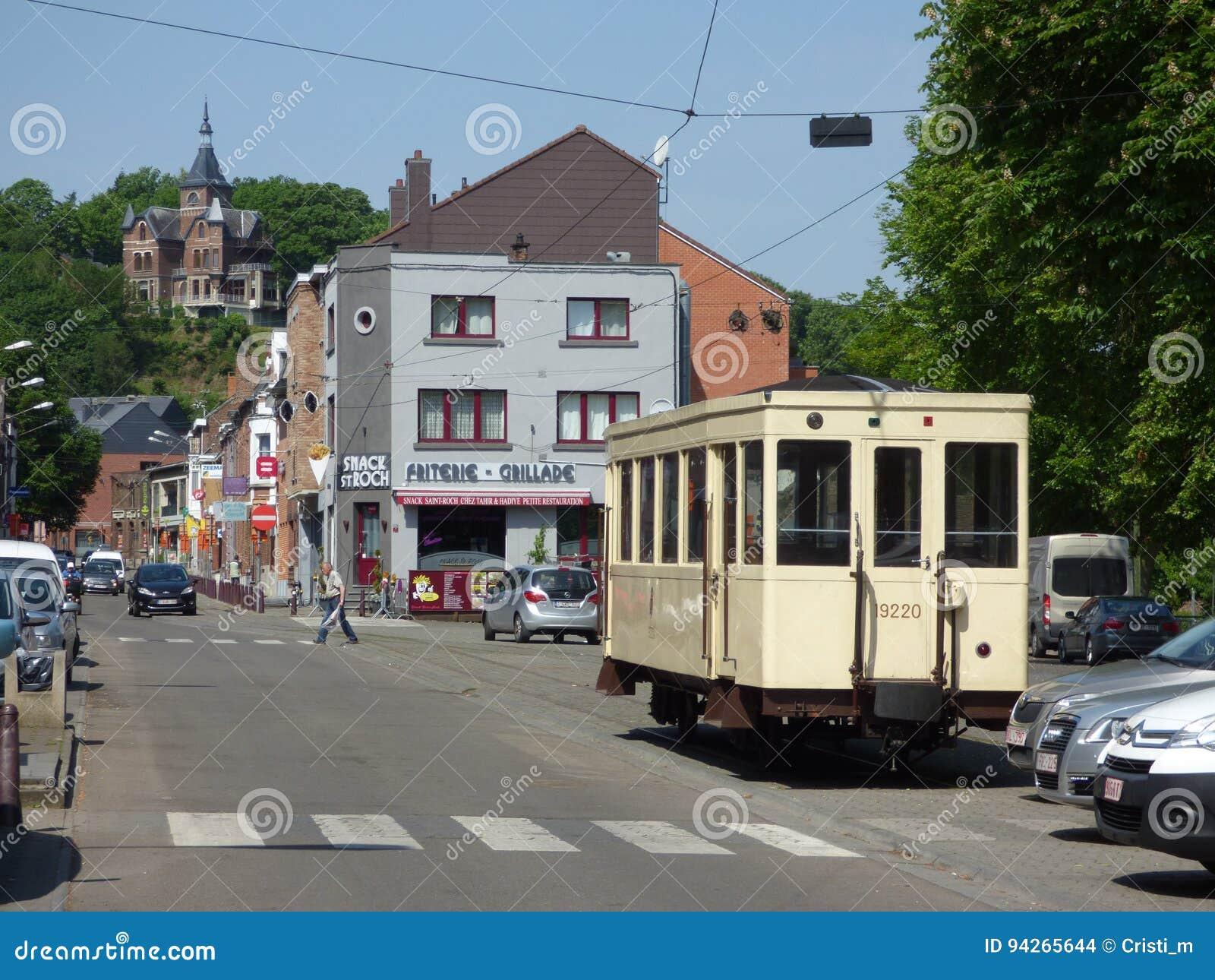 Thuin - 11 juin : Vieille tramway de tramway d héritage en photo de Thuin-ville-basse prise le 11 juin 2017, Thuin, Belgique
