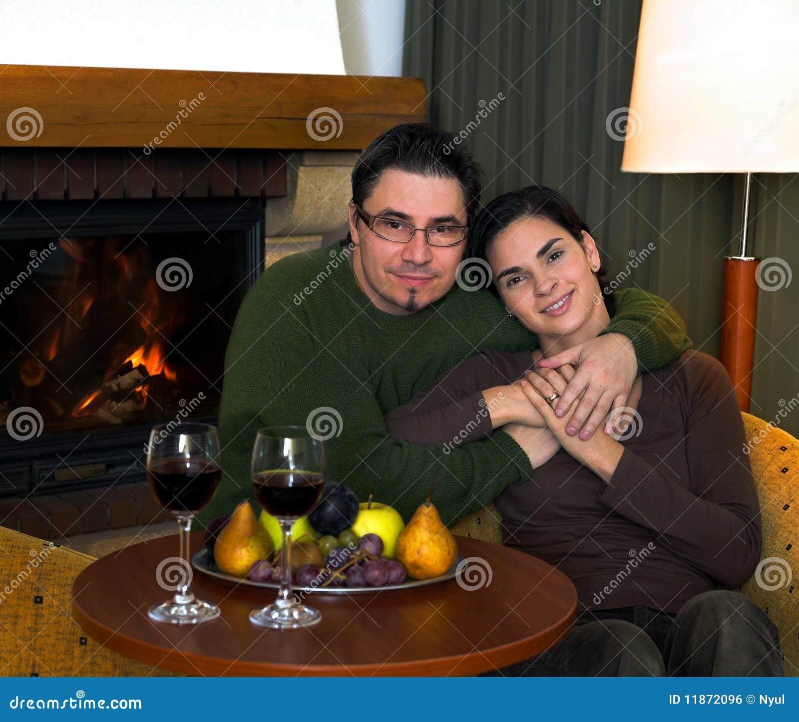 Thuis door de open haard stock foto afbeelding bestaande uit liefde 11872096 - Haard thuis wereld ...
