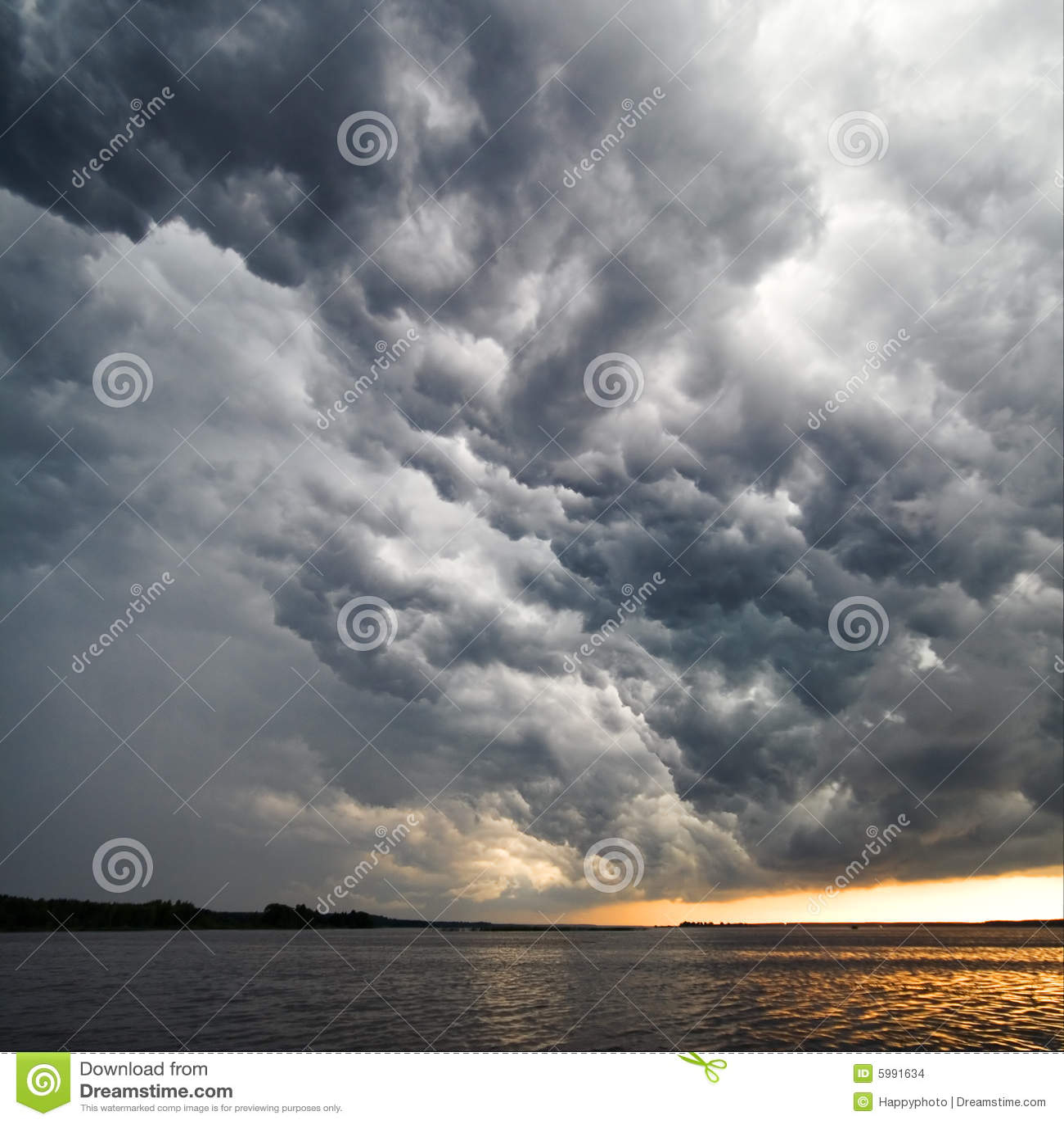 Thunderstorm σύννεφων όψη