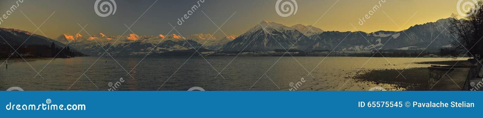 Thunersee e Berner Oberland Alpes suíços