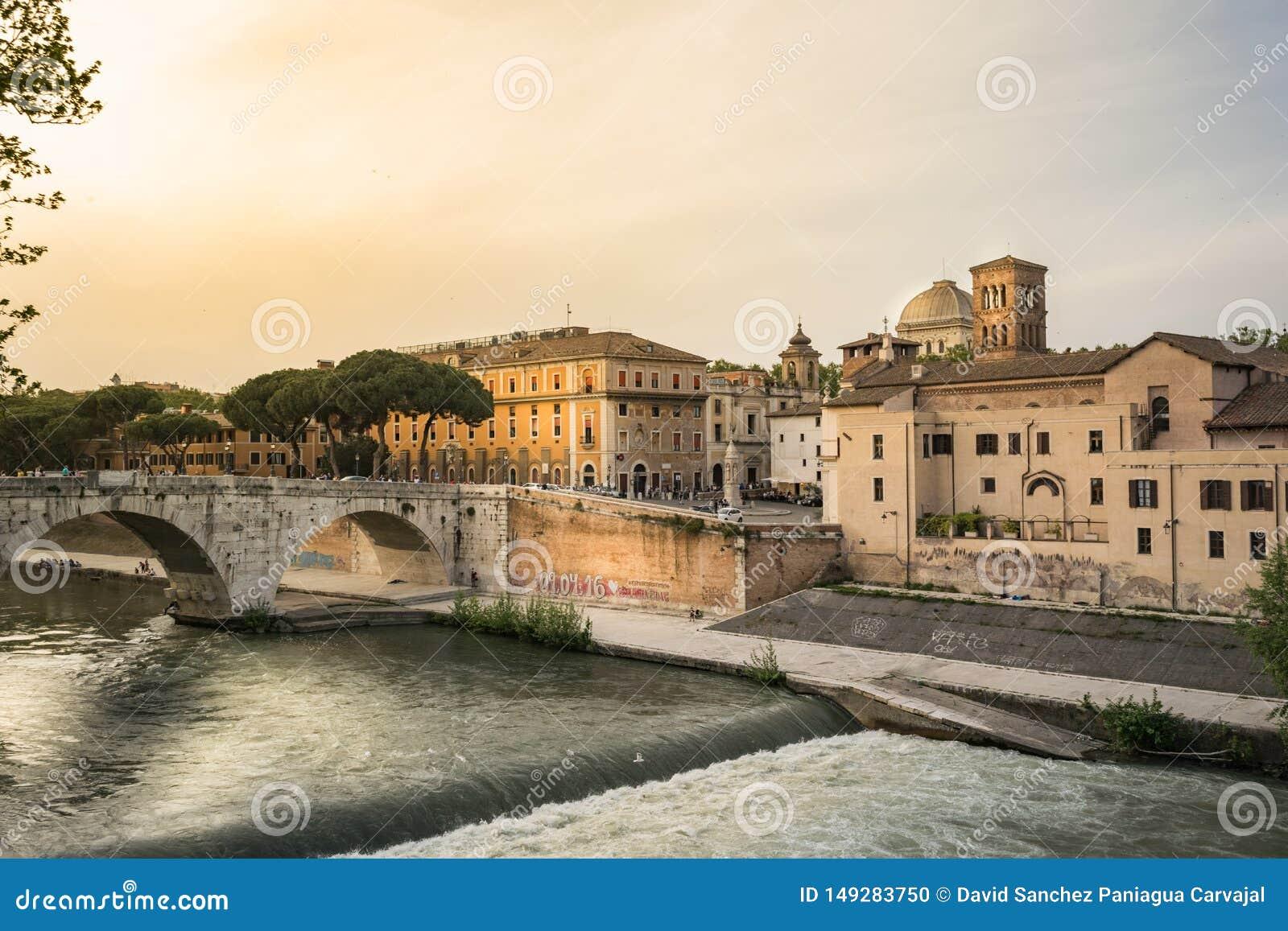Tiber flod och Tiberina ö i Rome