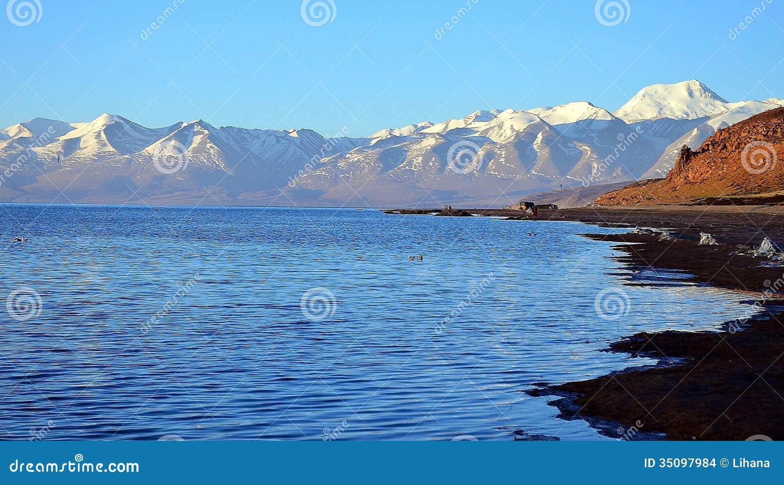 Tibet  Lake Mansarovar  Early morning Mountain Lake  Against the    Early Morning Sky Mountains