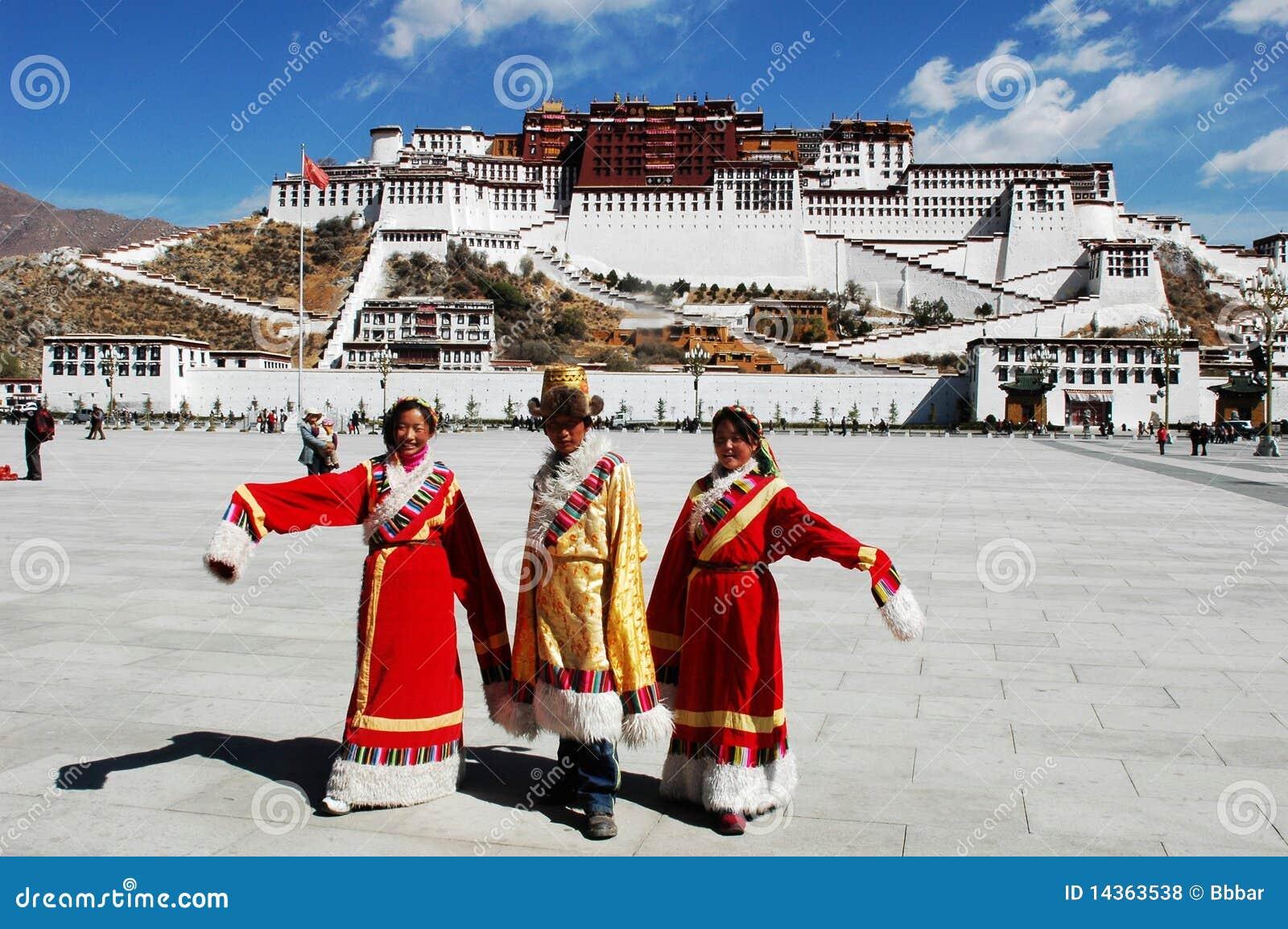 Tibetan mensen bij Paleis Potala