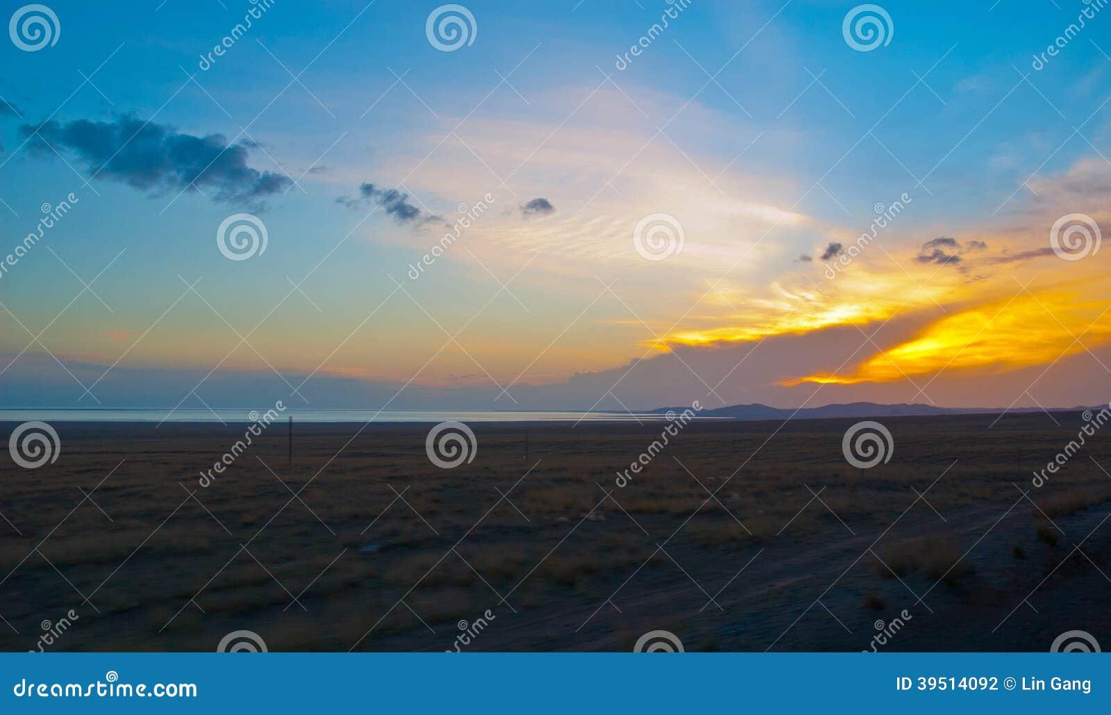 Tibetan plateau-Evening sky on the Qinghai Lake bank