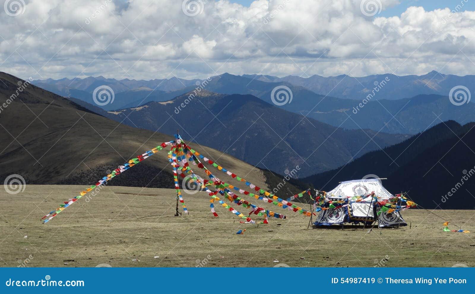Tibetana klosterbroderflaggor på det Kazila berget