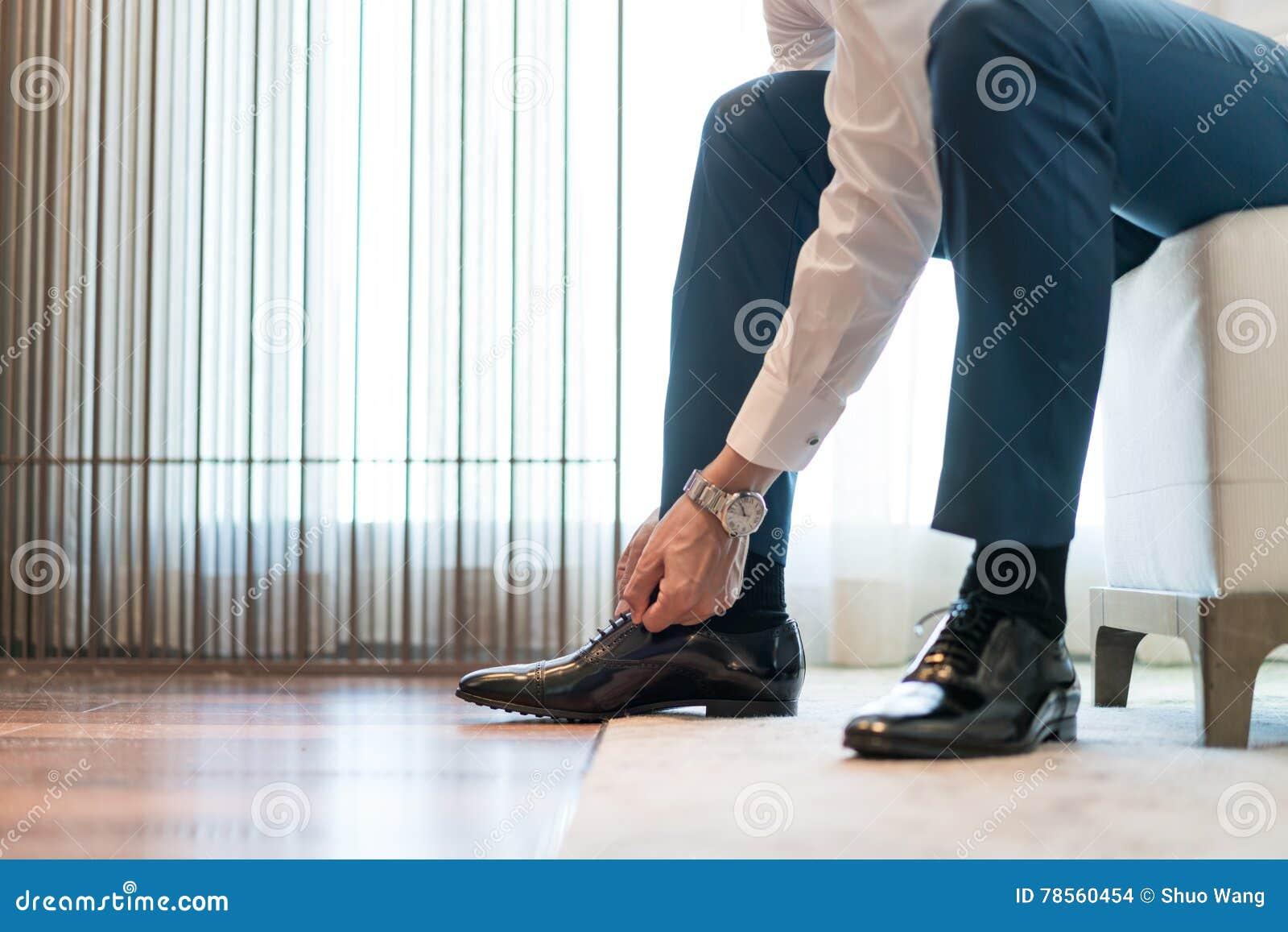 Tieing Shoe